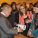 Giving autographs after the concert. / fot. T. Boniecki (04.06.2013)
